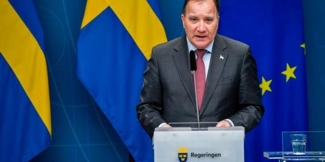 """İsveç basınında yer alan haberlere göre, başbakan Stefan Löfven yerel saatle 16.15'te bir basın toplantısı düzenleyecek.  Gazetelerin kaynaklarına göre, Başbakan Stefan Löfven bugün daha fazla kısıtlama getireceği söyleniyor.  """"Hükümet yetkililerinden bir kaynak Expressen'e, daha kapsamlı bir kapatmaya doğru ilerliyoruz"""" dediği yazıldı.  Gazeteye göre, sunulacak tedbirler """"çok kapsamlı"""" olacak."""