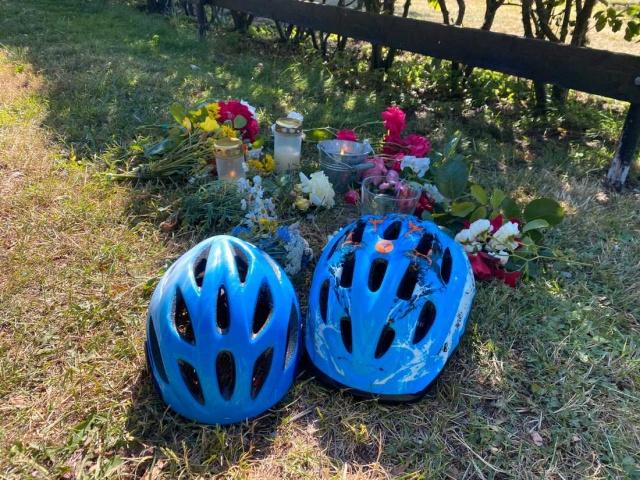 Aynı kazada aracın çarptığı 50 yaşlarındaki baba ve 15 yaşından küçük olan diğer oğlu ise, kazayı hafif yaralanmalarla atlattı.  Edinilen bilgilere göre, kazayı yapan sürücü 55 yaşlarında ve Kalmar'da oturuyor. Sürücünün kontrolsüz bir şekilde araç kullandığı üzerinde durulurken, uyuşturucu kullandığından şüphe edildiği belirtildi.  Araç kontrolünü kaybetmesi sonucunda yol kenarında bisikletle yolculuk eden 4 kişilik aileden ikisini öldürmeye ve ikisinin yaralanmasına neden olan sürücü, kazada hatalı olmadığı ve kendisine yöneltilen suçlamaları reddettiği öğrenildi.