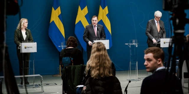 Koronavirüs salgınıyla ilgili saat 11:00'de Başbakan Stefan Löfven, Sosyal Bakan Lena Hallengren ve Halk Sağlığı Kurumu Genel Müdürü Johan Carlson ile bir basın toplantısı düzenlendi.  İsveç'teki salgının yayılımı ve genel durumla ilgili değerlendirmeler sonucunda bazı açıklamalar yapıldı.  Başbakan Stefan Löfven gündeme dair konuşmasında karamsar açıklamalarda bulundu. İşte basın toplantısı notları: