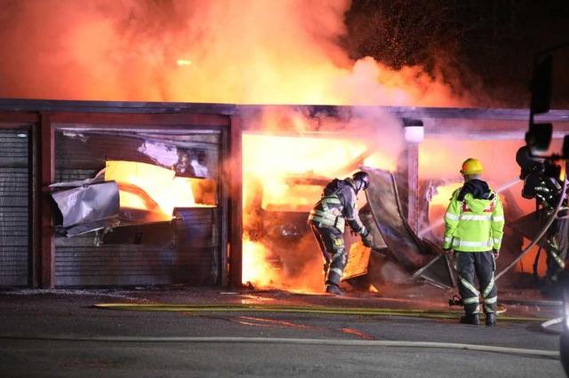 İsveç'in Gävle ve Sätra bölgelerinde üç gece arka arkaya 20'den fazla araba ateşe verildi. Polis olayla ilgili birkaç kişinin gözaltına alındığını söyledi.