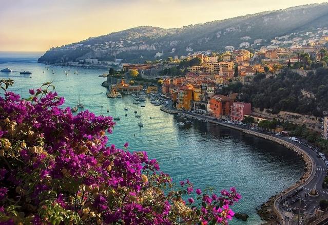 5. Provence, Fransa  Provence'ın ayrıntılı bir açıklamaya ihtiyacı olmayabilir, ancak keşfedilecek çok şey var: lavanta tarlaları ve zeytinlikler, sahil boyunca büyüleyici köyler ve Marsilya'nın kaynayan metropolisi.  Sanatçı, dele de Porquerolles'teki Vakıf Karnavalı Sergisi'nin açılışına ve Arles'deki Vakıf Luma'yı ele geçiren etkileyici programa ilham verebilir.