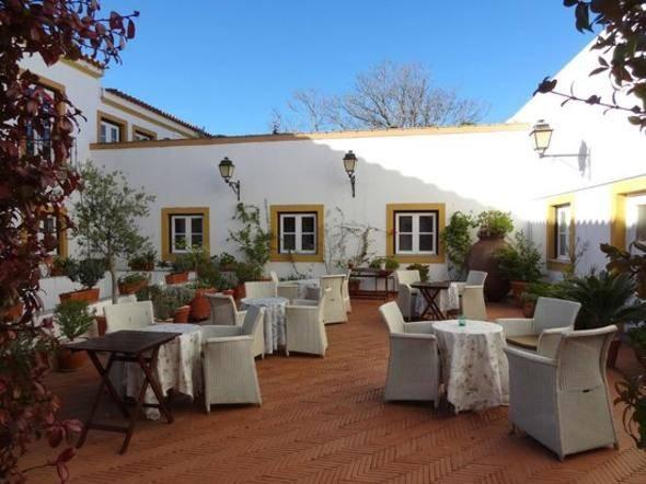 13 - Valle D'incanto Midscale Hotel (Gramado, Brezilya)  14 - Albergaria do Calvario (Evora, Portekiz)