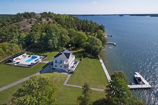 26 milyon 750 kronluk tutkulu bir ev  8400 metrekarelik bir arazi üzerinde bulunan Christie'nin Rensidence, geçen yüzyılın başında inşa edilen şık bir villa olarak önemli bir anlama sahiptir.