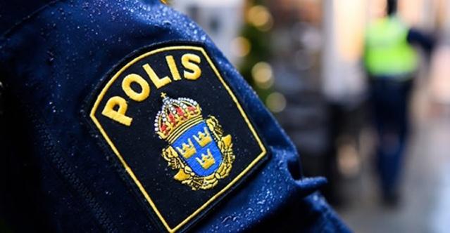Batı Stockholm'deki Rinkeby'de bir polis operasyonu başladığı bildirildi.   Edinilen bilgilere göre, bir apartman dairesinde iki kişi dövülmüş halde bulundu.  İhbar üzerine olay yerine çok sayıda polis ekibinin gittiği ve soruşturma başlatıldığı bildirildi.