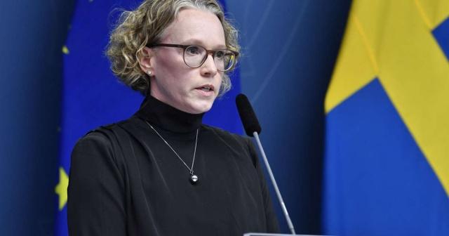 İsveç Halk Sağlığı Kurumunun açıkladığı yeni verilere göre, son bir günde 7 bin 95 yeni vaka tespit edilirken, ülke genelindeki toplam vaka sayısı 892 bin 480'ne ulaştı.  Son bir günde 41 kişinin daha yaşamını yitirdiği kayıtlara geçerken, ülke genelindeki can kayıpları da 13 bin 761 oldu.  Hastanelerde 6 bin 446 kişinin tedavi edildiği belirtilirken, son günlerde yoğun bakım üzerindeki baskının arttığı vurgulandı.