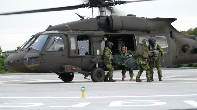 İsveç'in Göteborg şehrinde bulunan askeri garnizonda yapılan tatbikat atışında iki asker yaralandı.