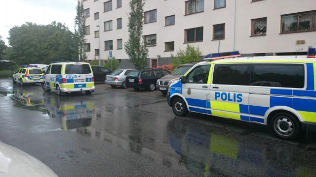 Stockholm'de Bredeng Türk Kültür Derneğine ses bombası atıldı. Saldırı sonucu ölen ve yalanan olmazken, dernekte maddi hasar meydana geldi.