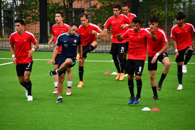 Turnuvanın en iyi oyuncusu ise milli futbolcu Emrecan Dönmez seçildi.