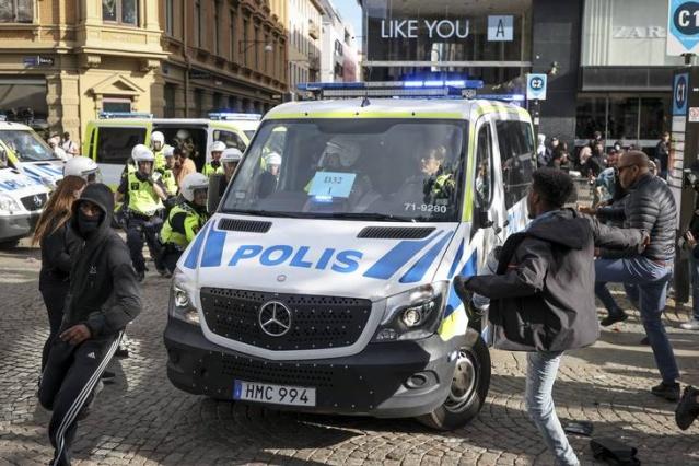 Göteborg'daki gösterilerde ortalığı karıştıranlardan bazıları gösteri sırasında gözaltına alınırken, kaçanların da kimlik tespiti için kapsamlı bir çalışma yapıldı.  Polis olayları provoke eden 20 kişinin daha kimliğini  tespit etti.
