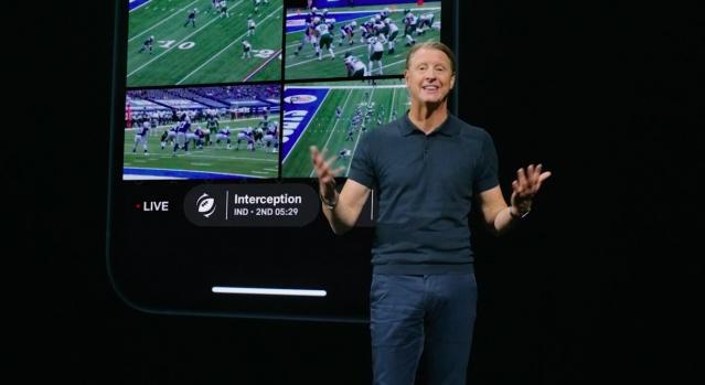 Apple tutkunlarının merakla beklediği iPhone 12'in tanıtımı yapıldı. Apple, ABD'nin California eyaletinde düzenlenen etkinliğinde yeni iPhone modellerini ve bir dizi yeni ürününü tanıttı. iPhone'un en son modeli iPhone 11 de geçtiğimiz yıl Eylül ayında tanıtılmıştı. Her yeni modelinde yenilikli teknolojilerle telefonlarını donatan Apple'ın iPhone 12 modellerinde kullanıcıları nelerin beklediği merak konusuydu. iPhone 12 özellikleri ise gerçekleşen tanıtımda kamuoyunun beğenisine sunuldu. İşte iPhone 12 modelleri ve özellikleri.