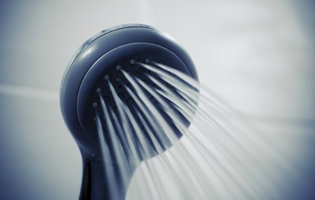 Duş alırken edindiğiniz bazı alışkanlıkların cildinize zararlı olabileceğini biliyor muydunuz?  Daha sağlıklı bir cilt için bunlara dikkat edin...