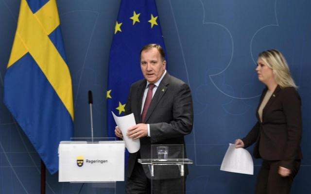 Başbakan Stefan Löfven, İçişleri Bakanı Mikael Damberg, Maliye ve İskan Bakanı Per Bolund, Sosyal İşler Bakanı Lena Hallengren ve İsveç Halk Sağlığı Kurumu Genel Müdürü Johan Carlson ile birlikte bir basın toplantısı kararı aldı.