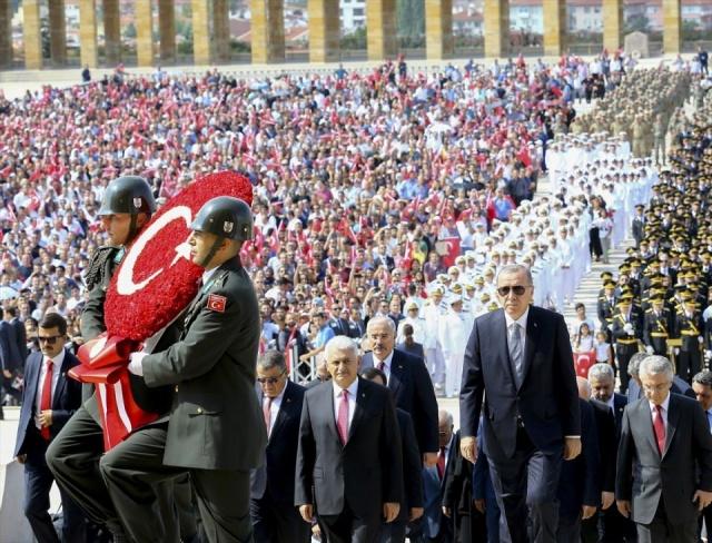 30 Ağustos Zafer Bayramı törenine Başkan Erdoğan, TBMM Başkanı Binali Yıldırım, parti liderleri ve devlet erkanı katıldı.