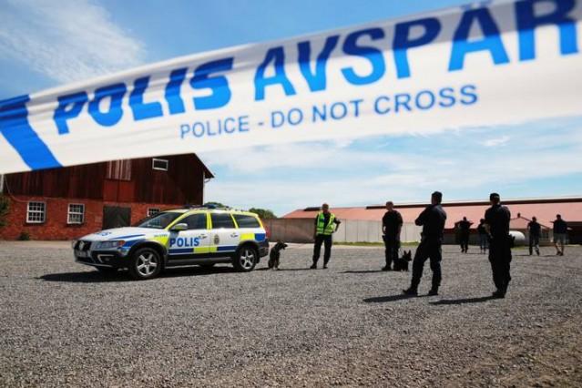 Katledilen Lisa Holm olayı ile ilgili 2 tutuklama!  İsveç'te kayıp olan ve günlerce yapılan aramalar sonrasında ölü olarak bulunan Lisa Holm olayı ile ilgili 2 kişi gözaltına alındı. Yapılan sorgulama sonrasında savcılığa sevk edilen kişiler tutuklandı.