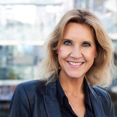 İskandinavya Havayolları (SAS)'nın basın danışmanı Camilla Runberg, bu gece İngiltere'den Arlanda'ya inecek bir uçakları olduğunu söyledi.  Uçuşun planlandığı gibi gerçekleşeceğini belirtren Runberg, yarın karar açıklanana kadar bir değişiklik yapmayacaklarını, ancak alınacak kısıtlama kararıyla birlikte nasıl bir yol izleyeceklerine dair şuanda bir şey söylemeyeceğini belirtti.  SAS'ın yetkilisi, Londra'dan gelecek olan yolcuların İsveç'e vardıklarında her hangi bir teste tabi tutulmayacaklarını belirtti.