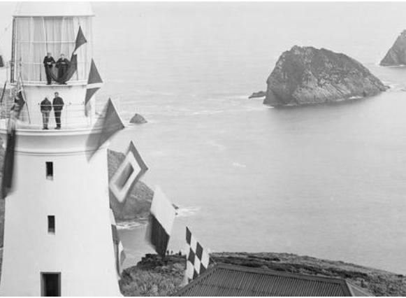 Maatsuyker Adası'nın deniz feneri,  Avustralya'da fenerciler tarafından işletilen son deniz feneri unvanına sahip.