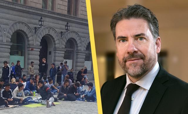 Pandemi sürecinde kısıtlamalar ve sınırların kapalı olması nedeniyle İsveç'e göçmen girişi son yılların en düşük seviyesine düştü.  Ancak İsveç Göçmen Dairesi Başkanı Mikael Ribbenvik, Afganistan'daki istikrarsızlık ve sorunlar nedeniyle daha fazla insanın İsveç'e sığınma başvurusunda bulunacağını beklediklerini söyledi.  Geçtiğimiz günlerde sınırdışı edilmek üzere İsveç'te bekleyen 7 bin Afgan sığınmacının sınırdışı edilmeleri durdurulmuş ve bu sığınmacılara devletin oturum vermek için harekete geçtiği açıklandı.
