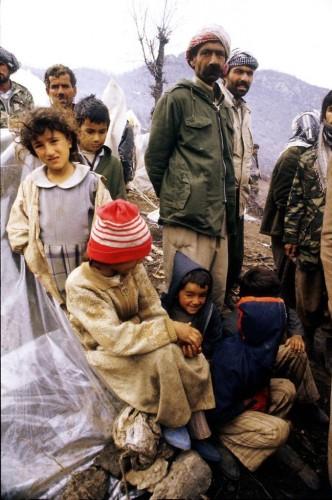 Çoğunluğunu Iraklı Kürtlerin oluşturduğu sığınmacılara akraba olan çoğu Hakkari'den, Van'dan, Çukurca'dan gelen insanlar yardıma muhtaç sığınmacıları evlerine davet ederek haftalarca evlerinde barındırdı, yiyecek ve içecek ihtiyaçlarını karşıladı.