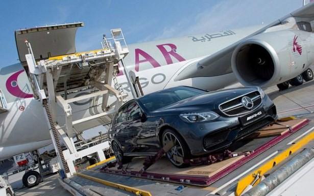 Arap milyarderler lüks arabalarını Londra'ya bu kargo jetlerle getirtiyor...