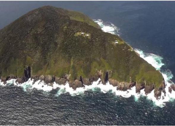Maatsuyker Adası ise, bu adalardan en uçtaki. Bundan sonrası birkaç ufak kayalık sadece.