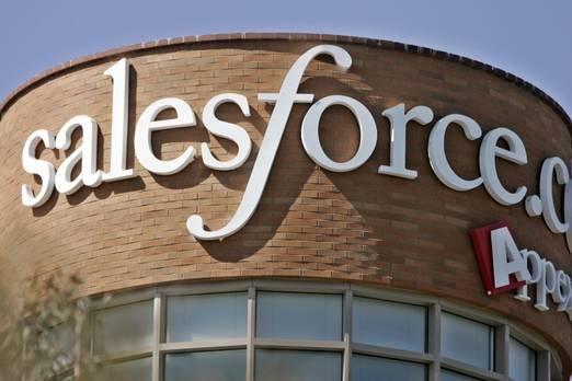 """3. Salesforce.com  Dünyanın en yenilikçi üçüncü şirketi, farklı bulut tabanlı servislerle çalışan bir yazılım şirketidir. Üçüncü olarak, ABD şirketi Salesforce.com'u satıyor. Şirketin odak noktası CRM'dir, bu yüzden şirketlerin hem yeni hem de mevcut müşterileriyle güçlü ilişkiler kurmasına yardımcı olmak istiyorlar.  Salesforce'a göre şirket, """"şirketlerin, müşterileri ile tamamen yeni yollarla iletişim kurmalarına yardımcı olan piyasadaki en iyi platform çözümlerinden biri"""" sunuyor.  Salesforce.com 1999 yılında kuruldu ve genel merkezi San Fancisco'da bulunuyor. Şirket ayrıca Forbes'in dünyanın en iyi işverenleri listesinde de yer alıyor."""