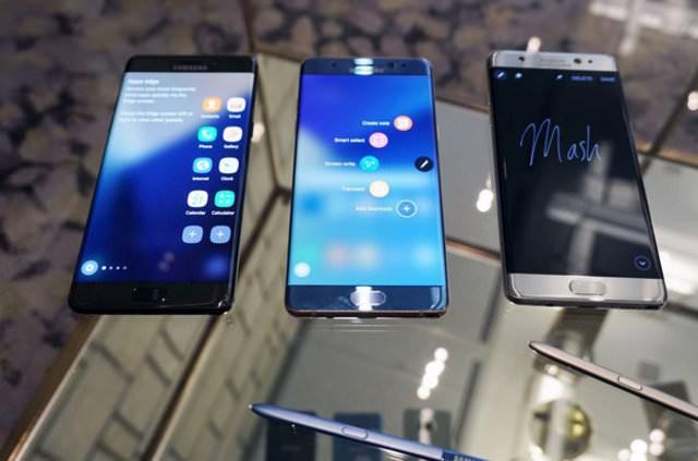 Samsung Türkiye, pil sorunu yaşayan Galaxy Note 7 kullanıcıları için açıklama yayınladı.  Geçtiğimiz günlerde Samsung, piyasaya yeni sürdüğü Galaxy Note 7 modelinin pil sorunlarıyla ilgili çıkan sorunlar nedeniyle satışları durdurma kararı almış ve mevcut modellerin geri çekilmesine karar vermişti.