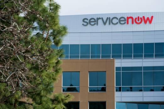 """1. ServiceNow  Forbes'a göre dünyanın en yenilikçi 2018 şirketi Kaliforniya merkezli ServiceNow şirketidir. 2004 yılında kurulan şirket, bulut hizmetlerini işletiyor ve diğer şirketleri ve iş akışlarını dijital ortama odaklıyor.  Şirket şu anda 30 milyar dolarlık bir piyasa değerine sahip ve 4000'den fazla müşteriye sahip.  Forbes, şirketin ürünleri sadelik ve esneklik üzerine odaklandığı için şirkete dünyanın bir numarası konumundadır.  ServiceNow, şu an """"Broke'dan Billionaire'a"""" yazan Forbes'da ünvanı olan 63 yaşındaki Fred Luddy tarafından kuruldu."""