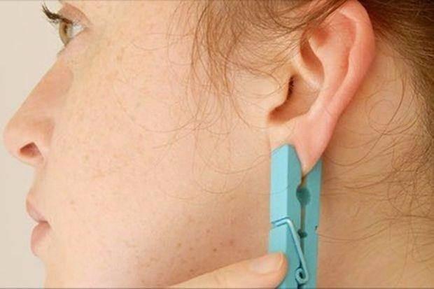 Kulağınızdaki bazı noktalara mandal tutturarak vücudunuzdaki ağrıları geçirebilirsiniz.