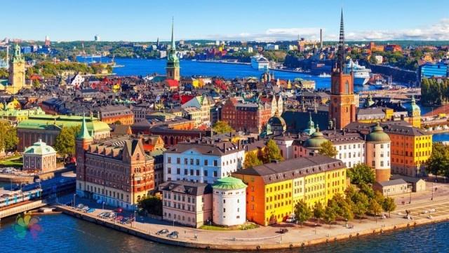 Stockholm normal 04:48  ancak bayram namazı saat 06.00'da kılınacak.