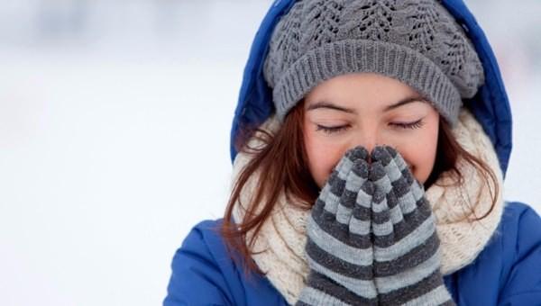 Kimisinin hasretle, kimisinin endişeyle beklediği kış nihayet geldi. Soğuk havalarda dışarıda spor yapmayı sevenlerin aradıkları güç ise belli yiyecek ve içeceklerde saklı.
