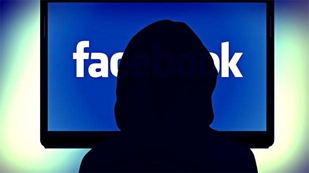 Kamera ve mikrofona hep erişim halindeler   Facebook'un topladığı bilgiler arasında sizin konumunuz da var. Akıllı telefon ve tabletinizin kamera ve mikrofonu her an aktive edilebiliyor.