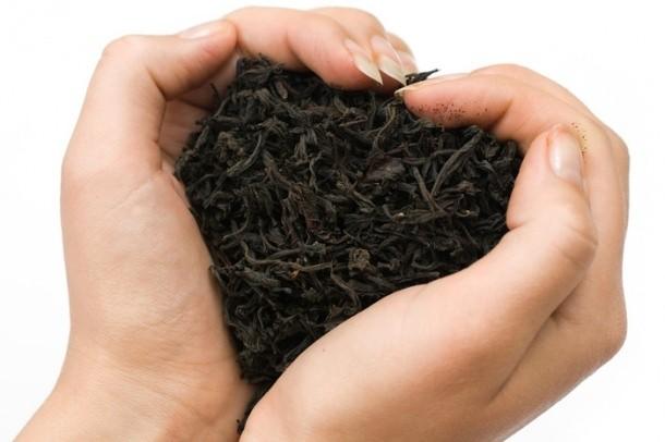 7- Balık, soğan, sarımsak gibi ellerinize sinen kokuları, ellerinizi demli çay ile yıkararak kurtulabilirsiniz