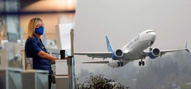 ABD'de United Airlines'ın Orlando - Los Angeles seferi sırasında hayatını kaybeden yolcunun COVID-19 hastası olduğu iddialarının ardından firmadan açıklama geldi.  ABD'de United Airlines'a ait Orlando-Los Angeles seferi sırasında 28D koltuğunda oturan yolcu uçuşun başlamasından kısa süre sonra fenalaştı.