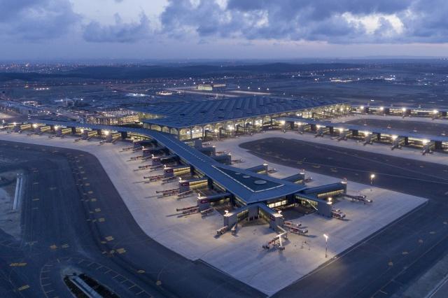 Avrupa Hava Seyrüsefer Güvenliği Örgütü (EUROCONTROL) verilerine göre İstanbul Havalimanı, 18-26 Kasım tarihleri arasında gerçekleştirdiği uçuş trafiğiyle bir hafta boyunca Avrupa'da birinci sırada yer aldı. İstanbul Havalimanı'nda, belirtilen tarihler arasında arasında günlük ortalama 500'e yakın uçuş rakamına ulaşıldı. İstanbul Havalimanı'nda son 25 Kasım'da 505 uçuş trafiği yaşanırken, 26 Kasım'da ise bu rakam 494 olarak gerçekleşti.  İstanbul Havalimanı, 18-26 Kasım'da Avrupa'da en çok seferin yapıldığı havalimanı oldu.