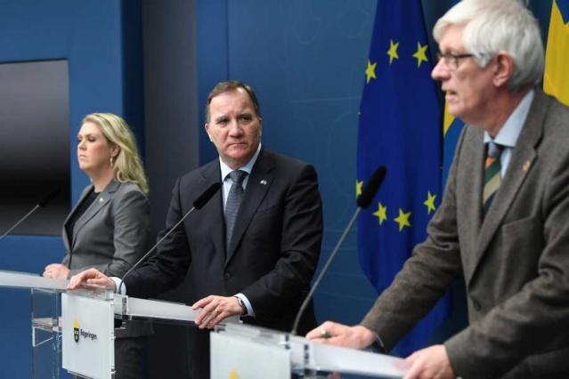 İsveç, pandemi ile mücadele kapsamında yeni adımlar attı. Bugün meclis onayından geçen geçici Pandemi Yasası, 10 Ocak Pazar günü yürürlüğe giriyor.  Yeni yasal düzenlemeyle birlikte hükümet bir takım yeni kararlar aldı.   Nihai karar: Özel etkinlikler ciddi para cezasına neden olabilir.  Mağazalar ve spor salonları ziyaretçileri saymalı: Her birey için 10 metrekare alan zorunluğu geldi.