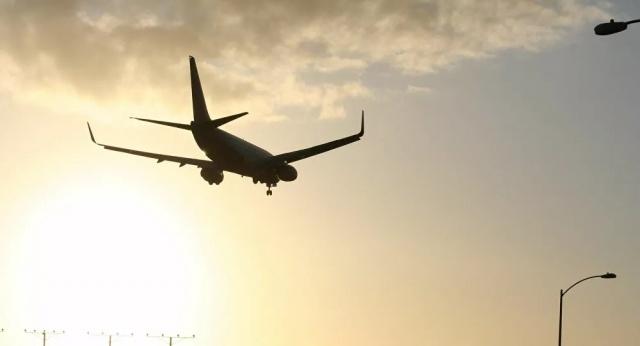 Avrupa Birliği (AB) üyesi 12 ülke, yeni tip koronavirüs (Kovid-19) nedeniyle iptal edilen uçuşların ücret iadesine ilişkin kuralların askıya alınmasını talep etti.