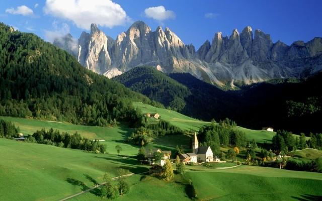 Andorra  90 gün vizesiz.  Fransa ve İspanya sınırları arasında ufak bir ülke olan Andorra, Türk vatandaşlarına vizesiz ancak ülkenin kendi havalimanı olmadığı için ilk durağınız Fransa veya İspanya olacak. Fransa ve İspanya topraklarından geçeceğiniz için Schengen vizesi gerekiyor.