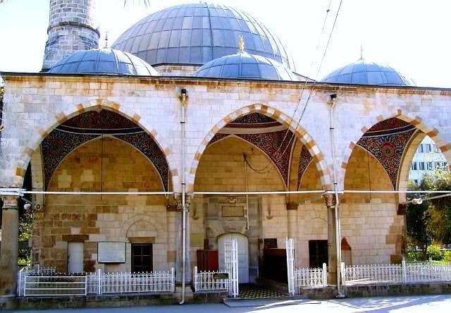 Murat Paşa Camii  1500'lü yıllardan günümüze kadar gelebilen ve eşsiz bir işçiliğe sahip olan caminin en ilgi çeken yerlerinden birisi, nadir bir güzelliğe sahip minberidir.