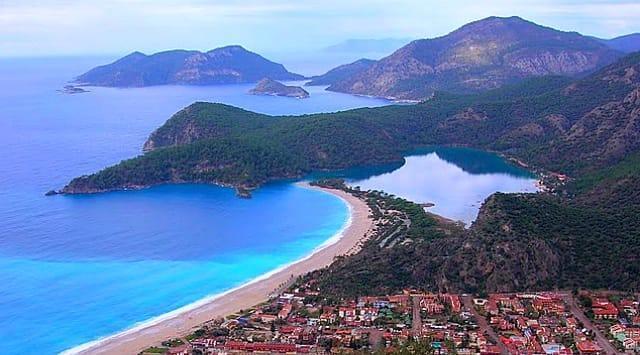 Likya Yolu  Fethiye ve Antalya arasında uzanan yol inanılmaz güzellikte bir trekknig rotasıdır. Aynı zamanda üzerinde Türkiye'nin en iyi manzarası ödülüne sahip olan Gelidonya Feneri gibi bir çok güzellik barındırmaktadır.