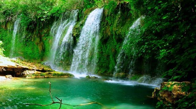 Kurşunlu Şelalesi  Antalya'nın saklı cennetlerinden birisi daha Kurşunlu Şelalesi. Düden ve Manavgat'a nazaran daha sakin olduğu için burada tam anlamıyla huzuru bulabilirsiniz.