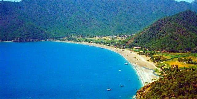 Adrasan Koyu  Denizi, doğası ve eşsiz manzarası ile unutamayacağınız bir cennet köşesi. Eğer giderseniz o kadar çok hoşunuza gidecek ki, kimseler bilmesin isteyeceksiniz.