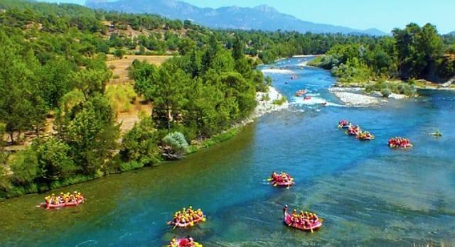 Köprüçay  Doğa yürüyüşleri, rafting ya da kamp kurmak için Antalya'daki, belki de Türkiye'deki en doğru adrestir. Kalabalıktan uzak bir tatil geçirmek isterseniz Antalya'daki en eşsiz yerlerden birisidir.