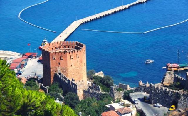 Alanya Kalesi  Antalya'nın ilçesi Alanya'nın simgelerinden biri olan kale. Denizden 250 metreye kadar yükselen yarımada üzerinde bulunur. Surlarının uzunluğu 6.5 kilometreyi bulur.