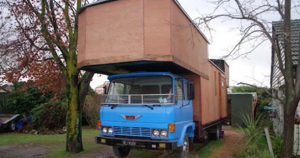 Yaklaşık 15 bin krona satın aldıkları kamyonu eve dönüştürene kadar toplam harcadıkları para miktarının 72 bin kron olduğu belirtildi.