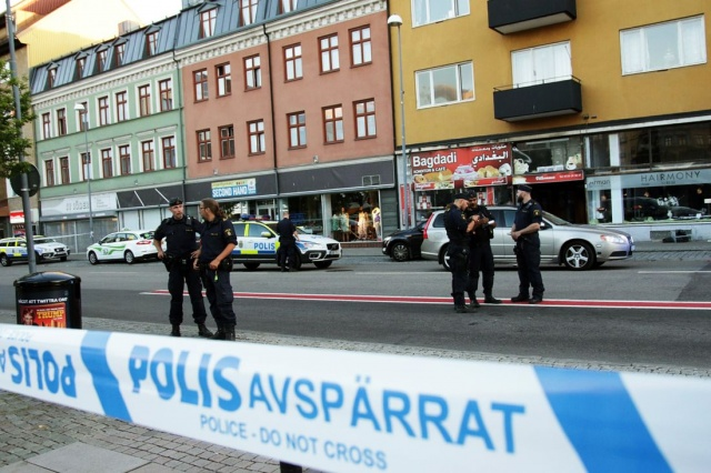 Edinilen bilgilere göre Cumartesi gecesi Helsingborg merkezinde yapılan silahlı saldırı sonucu 20'li yaşlarda 4 genç vurularak yaralandı.