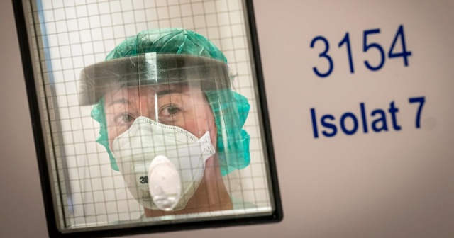 Norveç medyasının haberine göre, Norveç Halk Sağlığı Enstitüsü artan enfeksiyon durumu hakkında alarm veriyor.  FHI'nin ön istatistiklerine göre, Çarşamba günü yeni rakamlar sunulacak ve enfeksiyon oranları sonbahar dalgasının en yüksek olduğu zamanki seviyelere geri dönebilir.