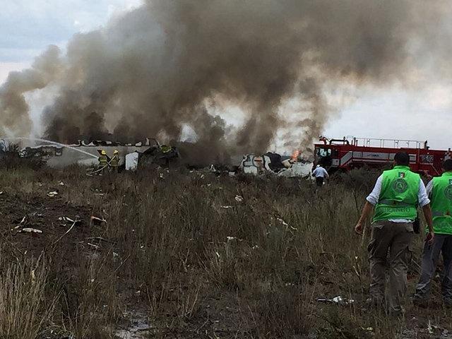 Aeromexico Havayollarına ait bir yolcu uçağının, Meksika'nın Durango şehrinde bulunan Guadalupe Victoria Uluslararası Havaalanı'ndan kalkışından 5 dakika sonra havaalanına yakın bir bölgede ormanlık alanda düştüğü açıklandı.