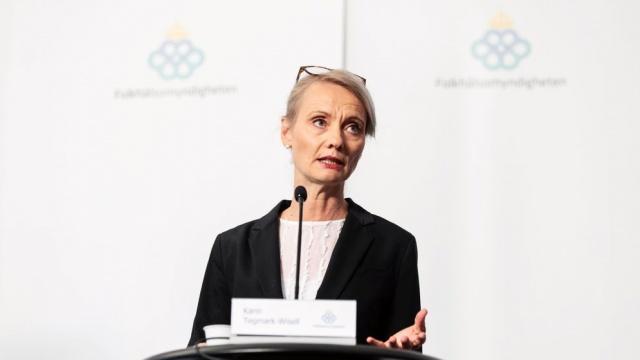 Koronavirüs salgını ile ilgili son durumu paylaşarak, salgının küresel ölçekteki durumu hakkında değerlendirmede bulunan İsveç Halk Sağlığı Kurumu bölüm başkanı Karin Tegmark Wisell, İsveç'te son bir günde 399 yeni vakanın tespit edildiğini ve bu vakalarla birlikte ülke genelindeki toplam vakaların 85 bin 810'a ulaştığını belirterek, yine son 24 saatte üç kişinin daha hayatını kaybederek toplam can kaybının 5 bin 805'e yükseldiğini belirtti.  Hala hastanelerde 2 bin 555 kişinin tedavisi devam ettiği hatırlatılırken, 27 hastanın entübe durumda olduğu söylendi.