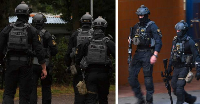 Son iki gündür Upplands Väsby semtinde polis operasyonları sürüyor. Silahlı saldırıların yaşandığı, ancak olayların açıklığa hala kavuşamadığı semtte polis birkaç adrese baskın düzenledi. Operasyonun ardından iki kişi gözaltına alındı.  Stockholm Polisi'nden Åsa Wallentin, onların ciddi bir suç işlediklerinden şüphelenildiğini söylüyor.