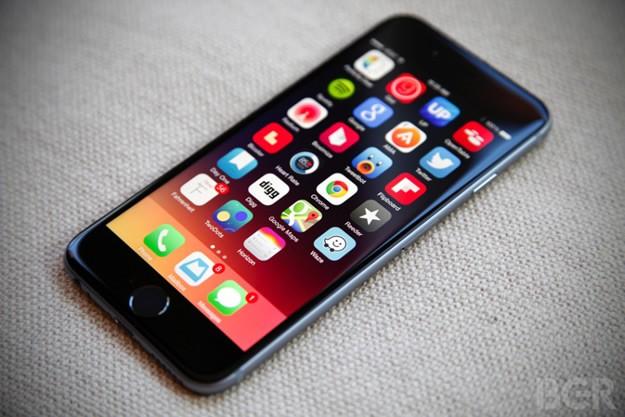 Geçen sene tanıtılan yeni MacBook ve Apple Watch'lar ile teknoloji meraklılarının karşısına çıkan Force Touch, kullanıcıların farklı sertlikteki dokunuşlarla trackpad'leri kontrol etmelerine imkan sağlıyor. Farklı dokunuşları algılayabilen ve bu sayede kullanıcının komutlarını yerine getiren Force Touch'ın iPhone 6s'in haricinde yeni nesil iPad modellerinde de bulunabileceği düşünülüyor.